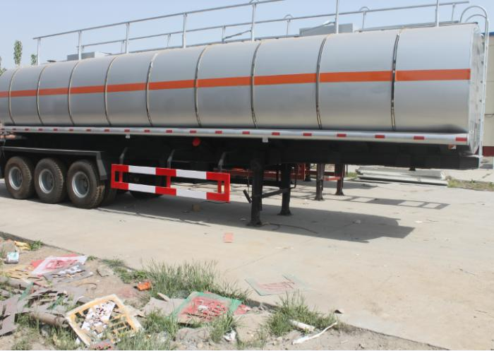 40,000 liters liquid asphalt tanker with insulation layer