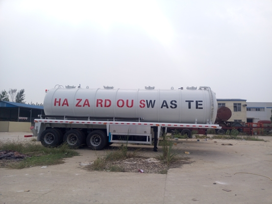Vacuum pump sewage suction tanker semi-trailer
